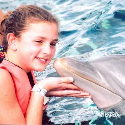 dolphin-discovery-catamara-encontro-golfinho-isla-mujeres-cancun-beijo-no-rosto