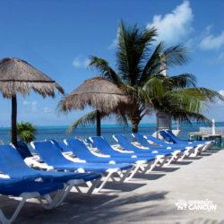 dolphin-discovery-catamara-encontro-golfinho-isla-mujeres-cancun-cadeira-de-praia