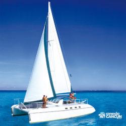 dolphin-discovery-catamara-swim-adventure-isla-mujeres-cancun-barco