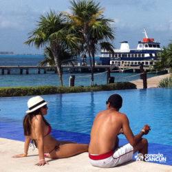 dolphin-discovery-catamara-swim-adventure-isla-mujeres-cancun-casal-na-piscina