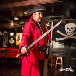 espetaculos-captain-hook-cancun-ator-com-espada