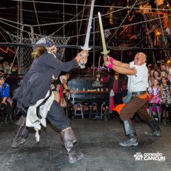 espetaculos-captain-hook-cancun-briga-com-espada