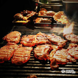 espetaculos-captain-hook-cancun-carne-no-fogo