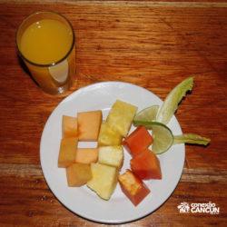 espetaculos-jolly-roger-barco-pirata-isla-mujeres-cancun-frutas