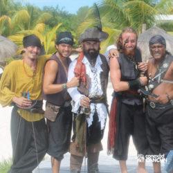 espetaculos-jolly-roger-barco-pirata-isla-mujeres-cancun-grupo-de-piratas