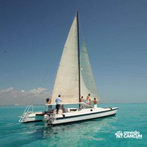 Yate catamarã utilizado no albatroz sail platinum